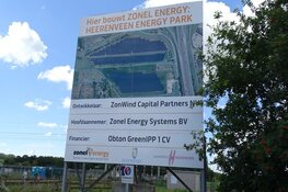 Aanleg zonnepark aan de Omweg in Heerenveen vordert gestaag