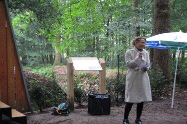 Herdenkingsbrug grafkelder Familie Bienema in Oranjewoud in gebruik genomen