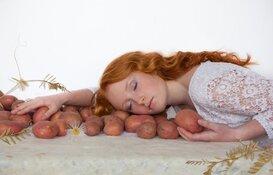 """""""Fruchtbere grônd / Fertile Soil """"; Bildtse Aardappelweken"""