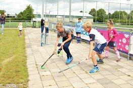 Urban hockey bij HHC Quick Stick tijdens Mega Sportdag Heerenveen