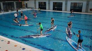 SUP Clinic peddeltechniek zwembad Sportstad Heerenveen succesvol verlopen