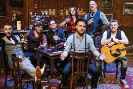 SCRUM brengt de pub het theater in met 15 Years of Single Malt Folk