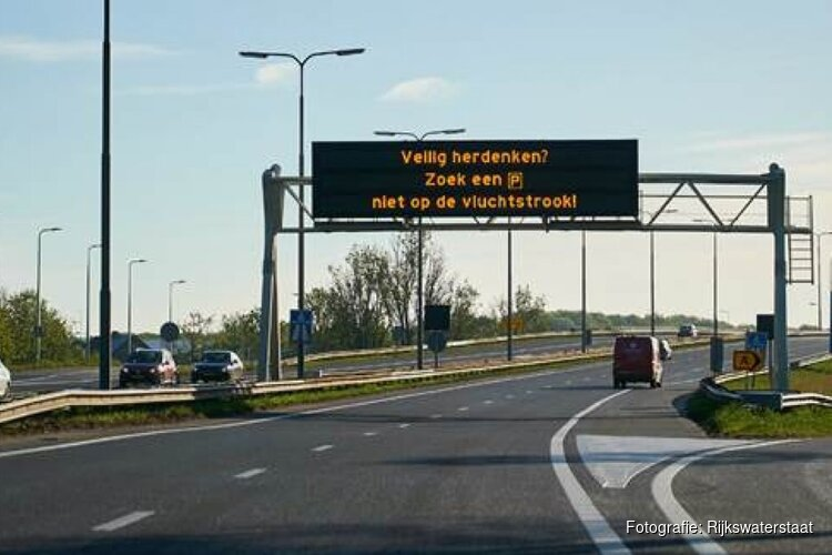 Rijkswaterstaat: 'Herdenk veilig op parkeerplaats, niet op vluchtstrook'