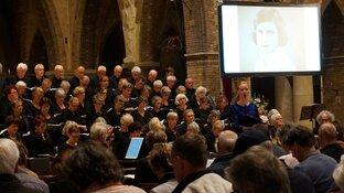 Herdenkingsconcert Toonkunstkoor Heerenveen druk bezocht