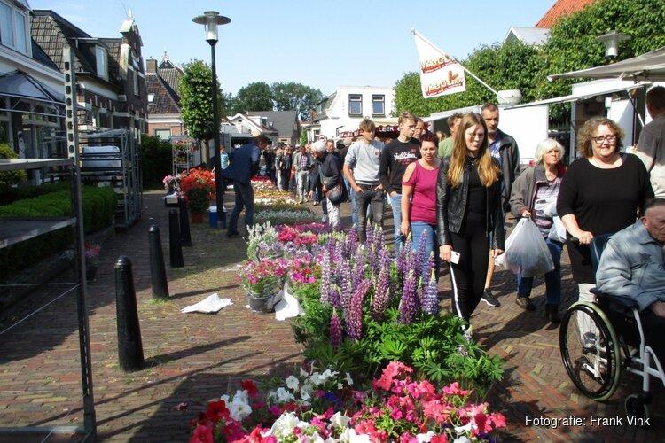 Gezellige drukte op de Skoattermerke in Oudeschoot
