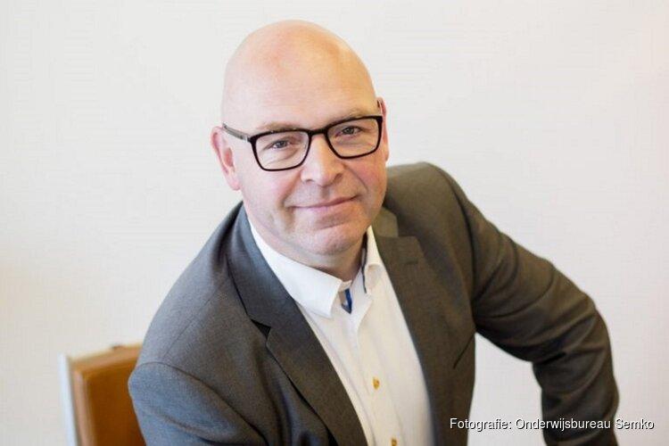 Kees van Overveld geeft een lezing in Heerenveen