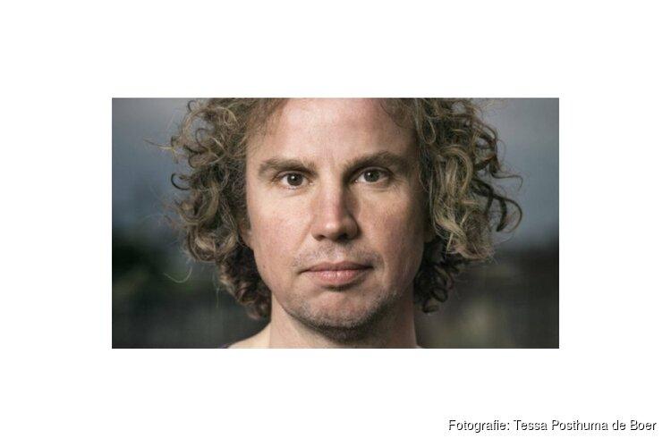 Dichter des Vaderlands, Tsead Bruinja, opent expositie