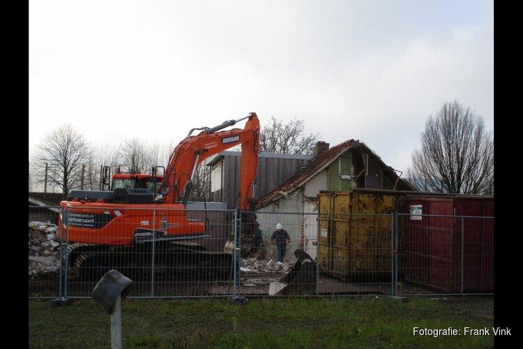 Sloop van drie woningen aan het Meer in Heerenveen bezig!