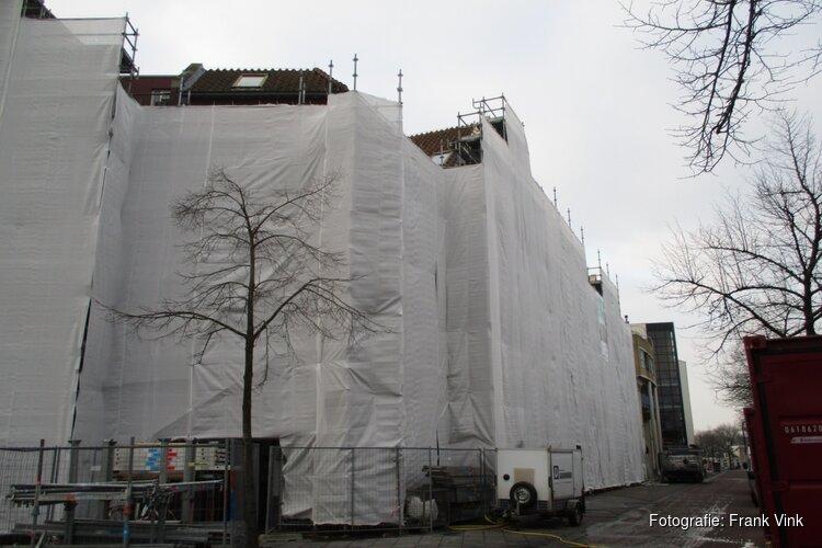 Appartementen complex Gemeenteplein en van Harenspad in de steigers